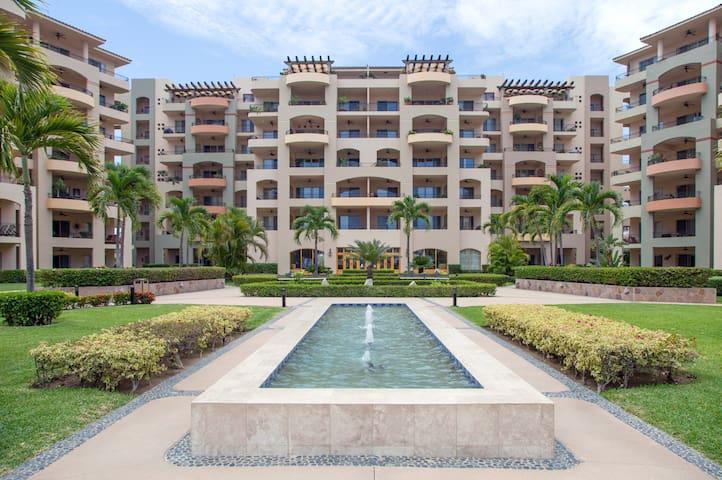 Amazing Resort On The Water at Villa la Estancia