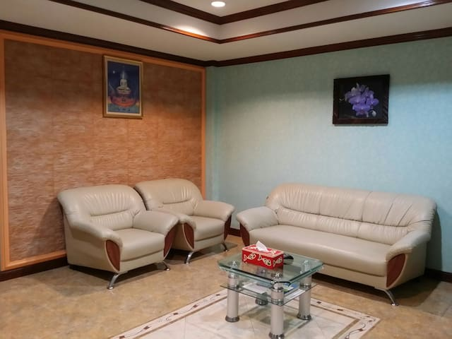 Hua Hin 51, Close to Beach, Entire House & Rooftop