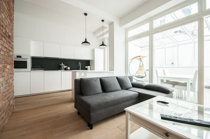 Flat with orangery/tarrace in the heart of Warsaw