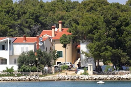 One bedroom apartment near beach Verunić, Dugi otok (A-8103-c) - Veli Rat
