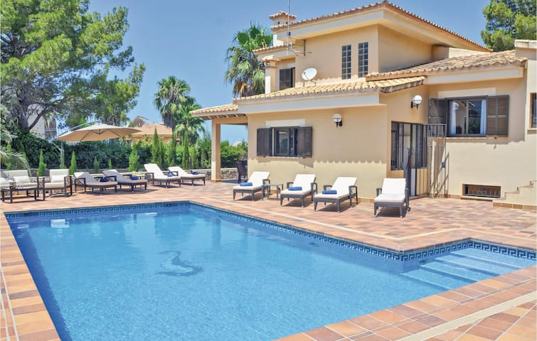 Holiday cottage with 4 bedrooms on 160m² in Bahia Azul-Badia Blava