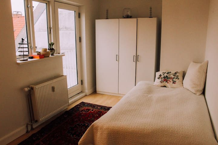 Bright, top floor room - Copenaghen - Appartamento