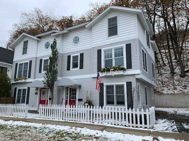 Townhouse in the heart of downtown Harbor Springs