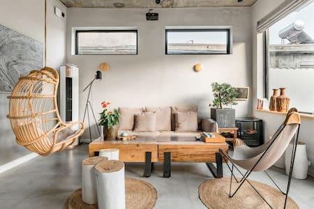素朴典雅的原木主题海景四居室