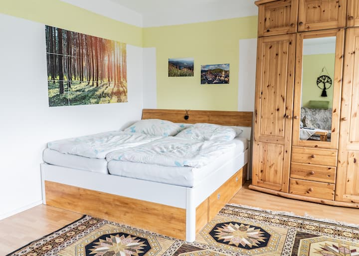Geräumiges Zimmer mit Privatbalkon