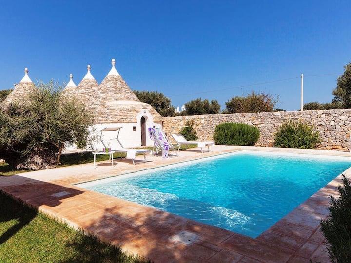 Trulli,piscina privata e relax(4adulti+2bambini)