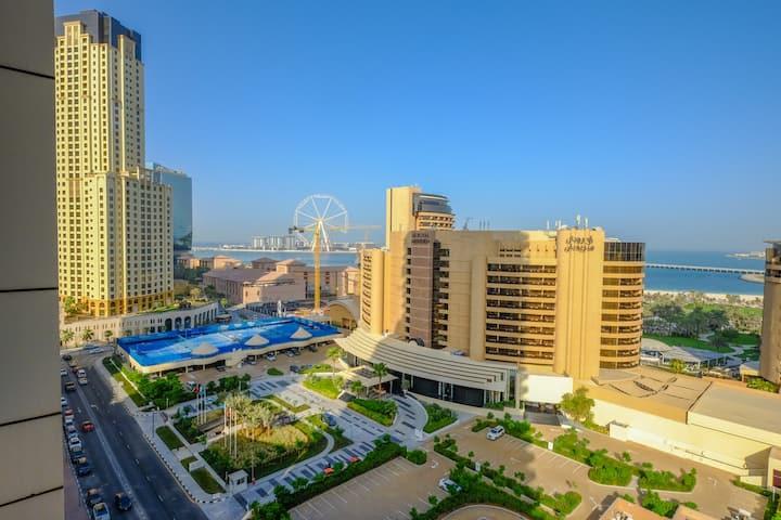 Modern Holiday Apartment with Dubai Eye views