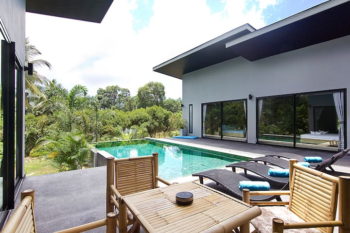 The Savage Villa Infinity Pool & Jungle View