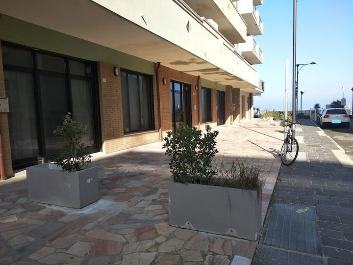 Appartamento sulla spiaggia con box auto interno