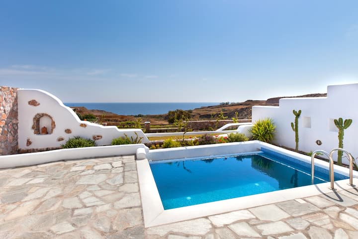 Spíti Zefiros with pool and sea view