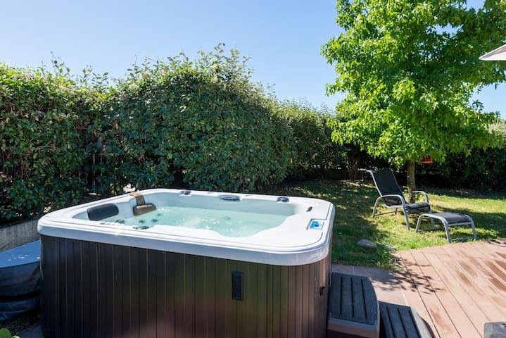 Maison Piscine et jacuzzi chauffe - Ternay - Casa