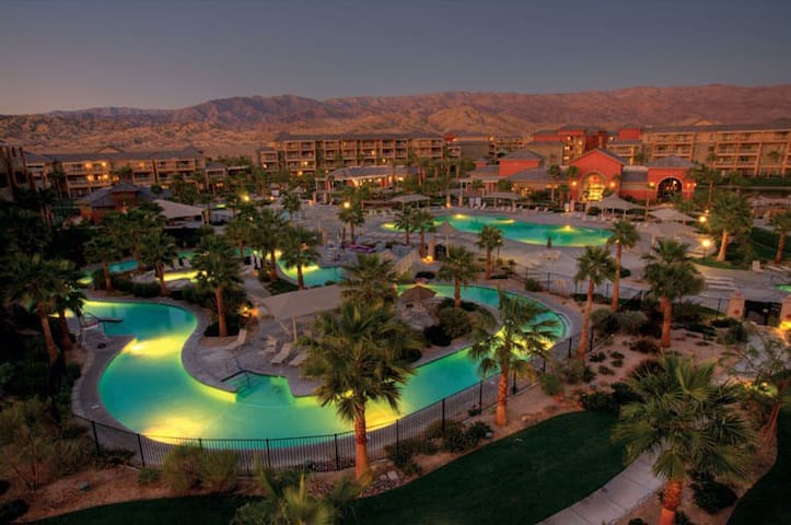 Indio Sleeps 6-8 Condo, Desert Trip - Indio - Kondominium