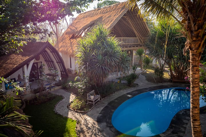 Pool side Bungalow and 2 Bedroom Villa at Villa Nangka