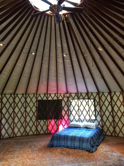 High ceiling in the yurt, very spacious and peaceful.