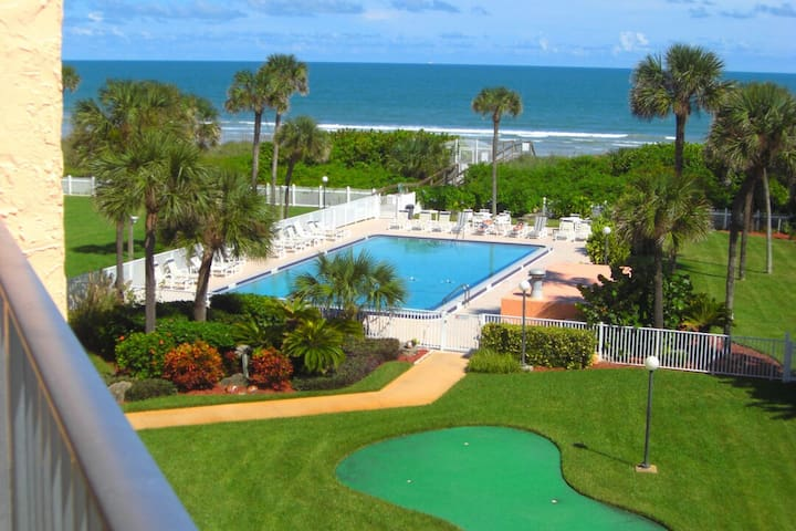 Beside the Cocoa Beach Pier - Large Heated Pool