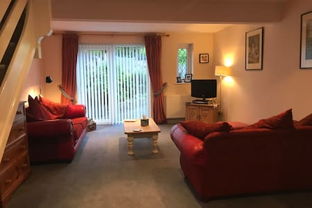 Self contained comfy, cosy two bedded annexe.