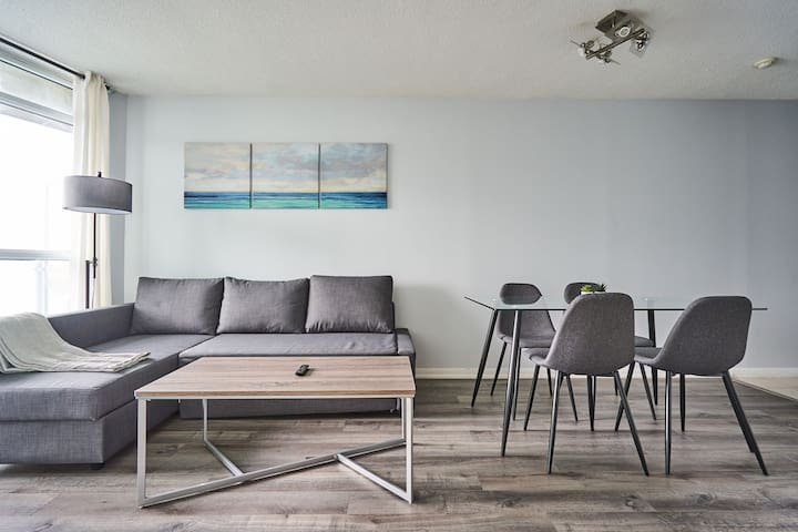 Elegant Lake view Balcony unit near Scotia Arena