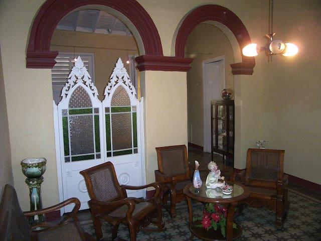 Casa colonial, a pocos pasos del centro de Bayamo