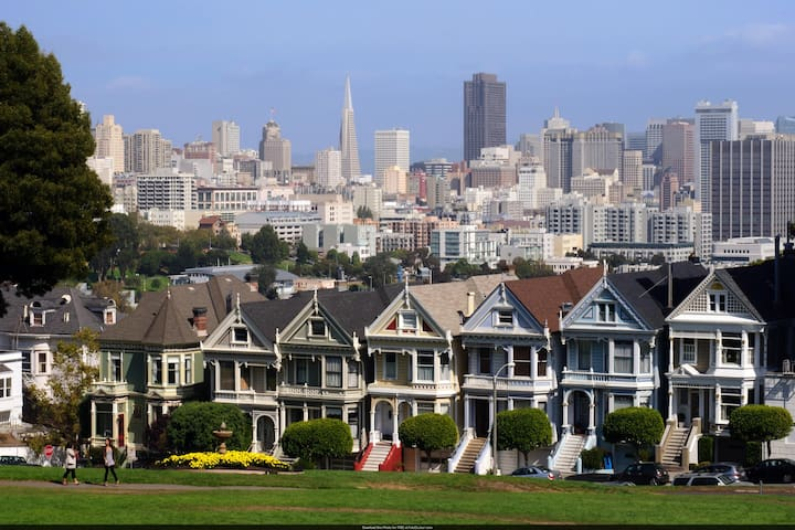 Stay in the Famous Painted Ladies! - San Francisco