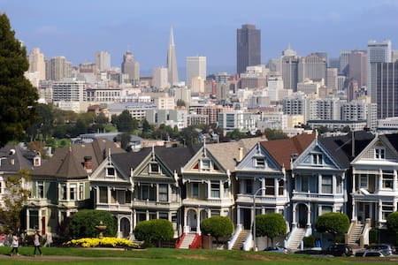 Stay in the Famous Painted Ladies! - San Francisco - Apartemen