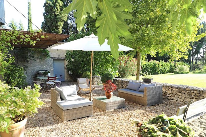 Renovated house enjoys a lovely views of Alpilles