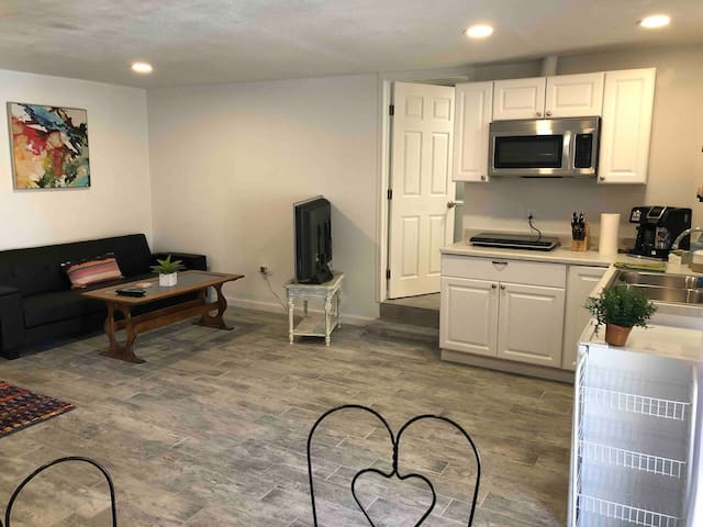 Modern/cozy & backyard with all the works!!