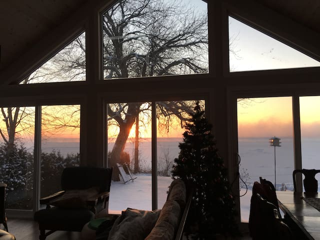 2 Bedroom Waterfront Cottage On Lake Simcoe Cottages For