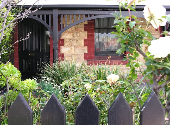 Bonython Cottage, Adelaide city fringe