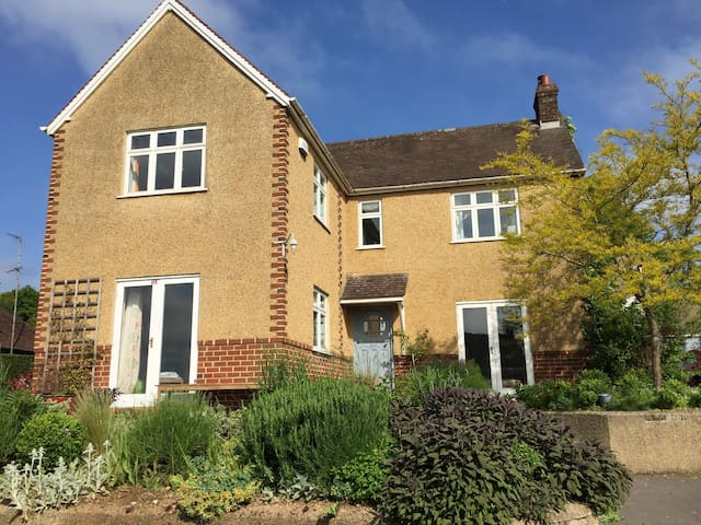 Large family house and garden - Nailsworth - House