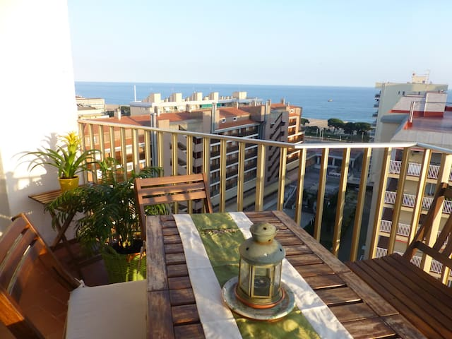 Sunny flat with sea views....70m beach - Malgrat de Mar - Byt