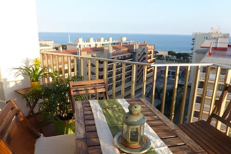 Sunny flat with sea views....70m beach - Malgrat de Mar - Wohnung