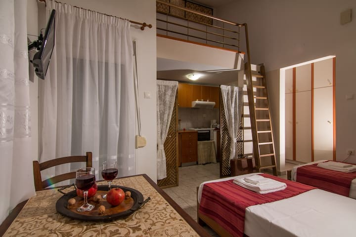 Classic Lux Coastal Apartment  Volos Alykes Beach