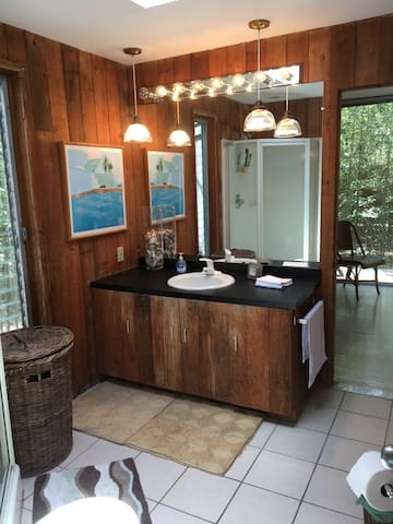 Shared bath between 2 guest-rooms. Additional full bath off the living space. We utilize our own private bath off the master bedroom.