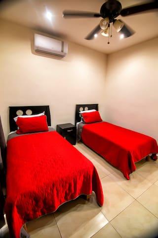 Recamara 2 camas individuales ( Planta Alta)