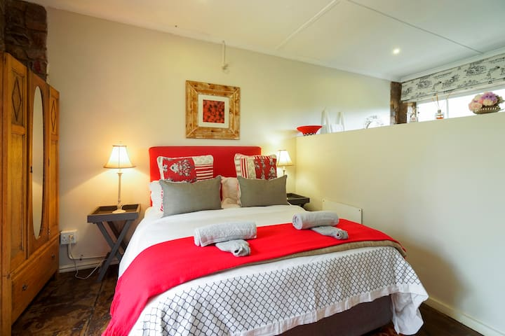 Lavender Room @ Mulberry Guest H - Outer West Durban