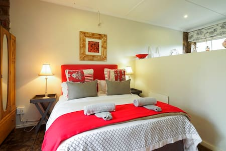 Lavender Room @ Mulberry Guest H - Outer West Durban - Bed & Breakfast