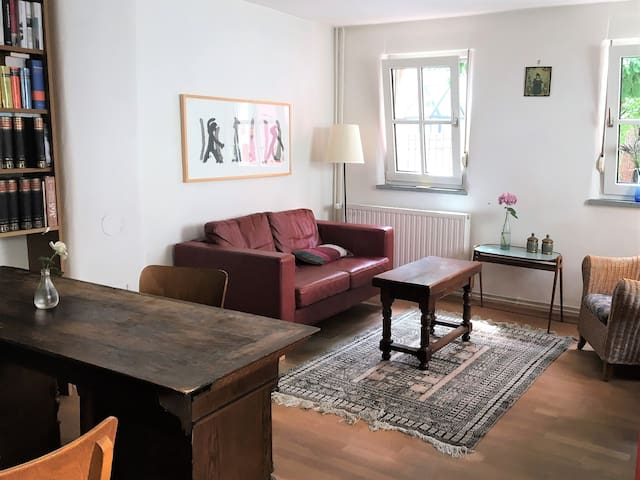 Quiet fully furnished house for individualists