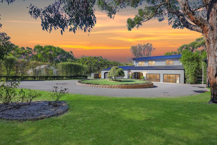 Elk Estate - Inverloch Holiday Home on 2 acres