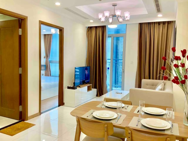 LuxHomes |Warm Bright Apt FREE Gym @Vinhomes