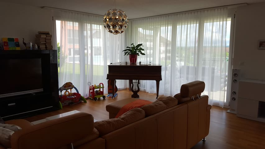 Modern apartment w/ 2 bedrooms, ideal for a family - Kreuzlingen - Apartament