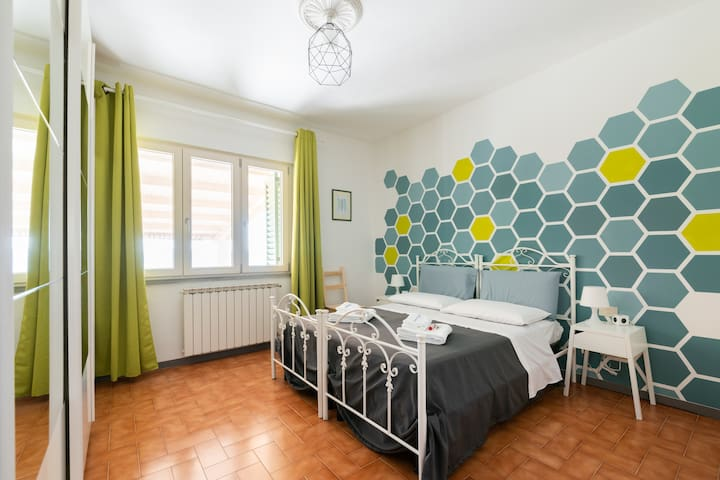 The Green Room. Can be prepared with one double bed, two single beds or a double bed and a single bed for three people / può essere preparata matrimoniale, doppia o tripla