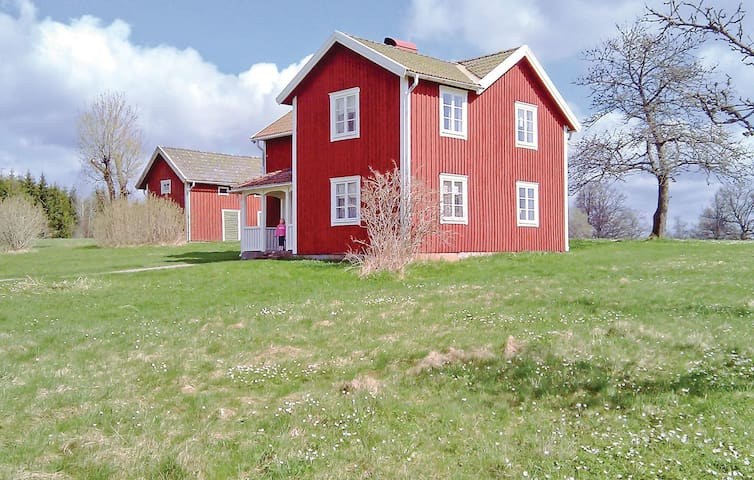 Holiday cottage with 3 bedrooms on 115 m² in Bodafors