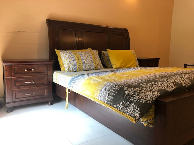 Comfy Private 1 BD in Model Town
