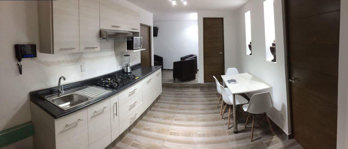 "ARCOS ""B"" FRENTE A LOS ARCOS DE QUERÉTARO"