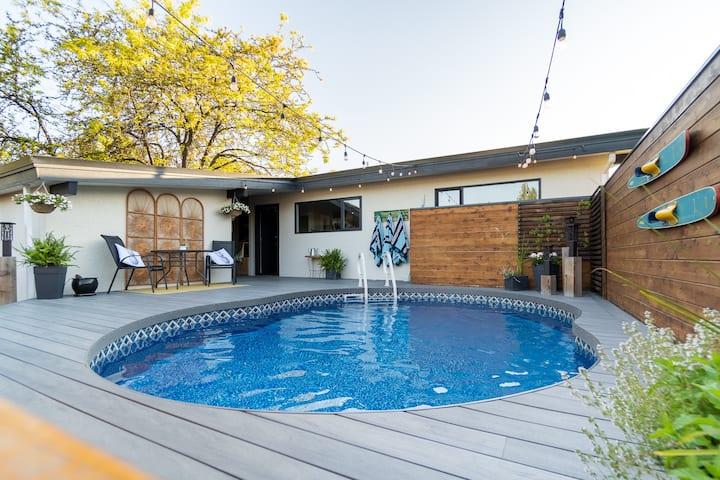 Huge deck & Heated Pool. Families & Pets Welcome!