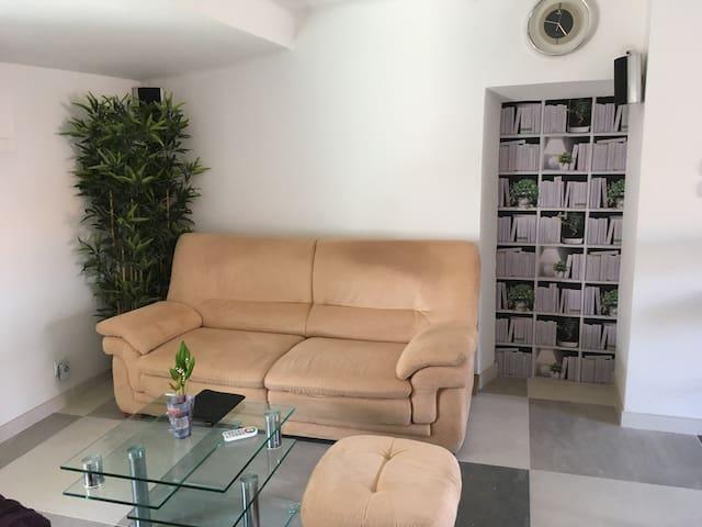 Appartement dans vieille maison de village rénovée