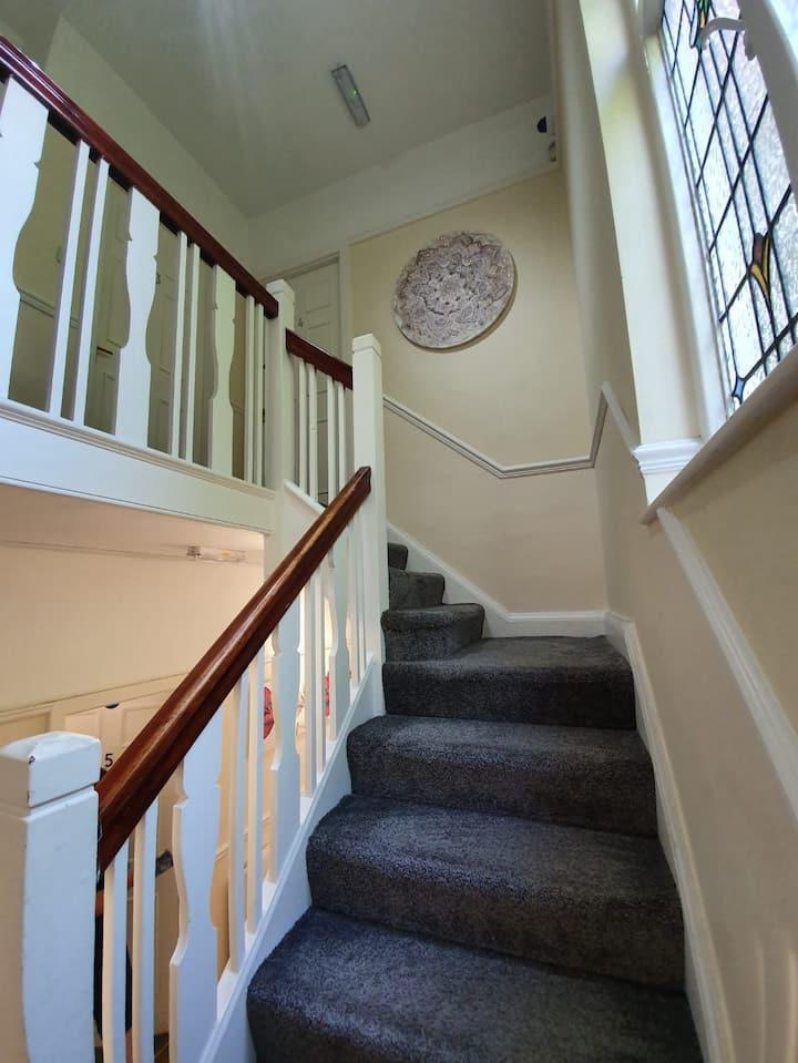 Modest 5 bedroom house