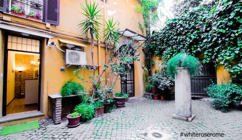 White Rose Trastevere studio apartment