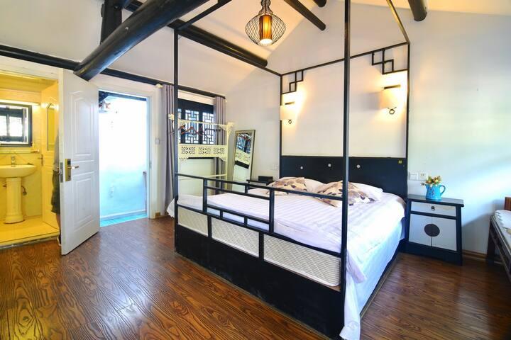 西塘古镇景区内●酒吧街●季忆●猫窝 2楼新中式大床房带露台+免费早餐+随便撸的喵星人
