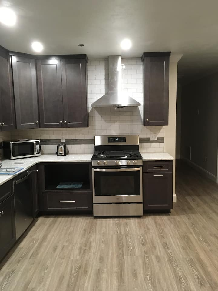 New Renovation Hyannis Center 2-Bedroom Apartment!